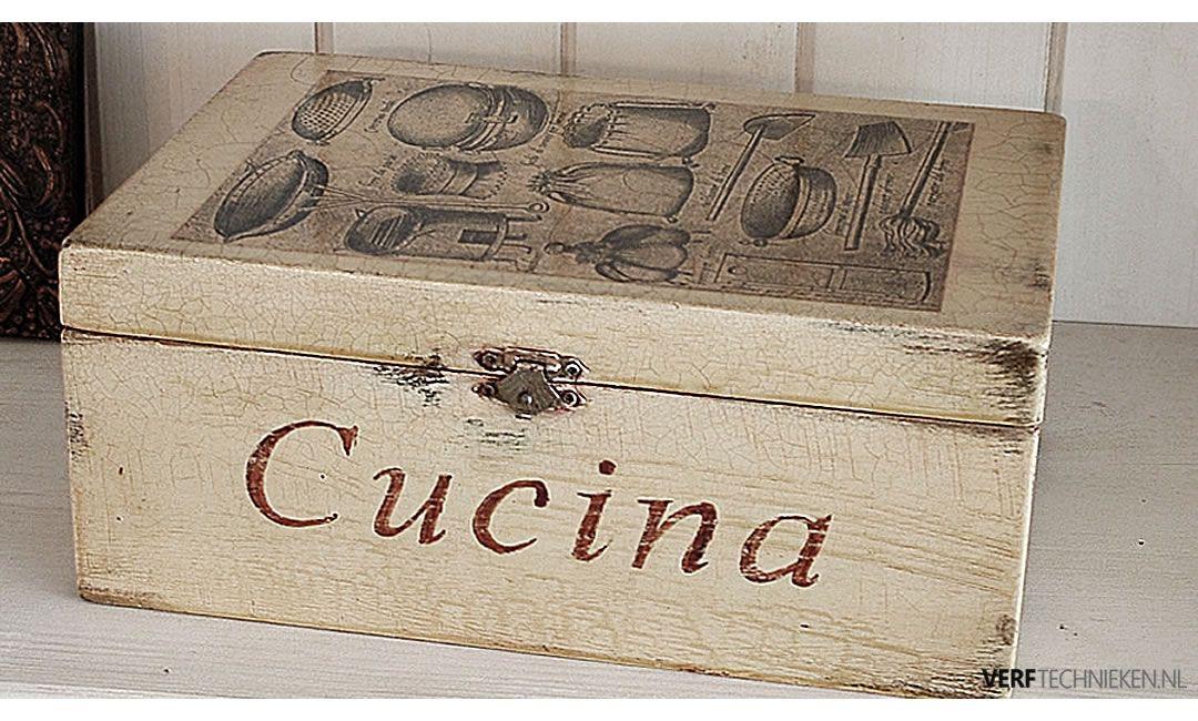 craquelé effect van barstjes op een houten doosje