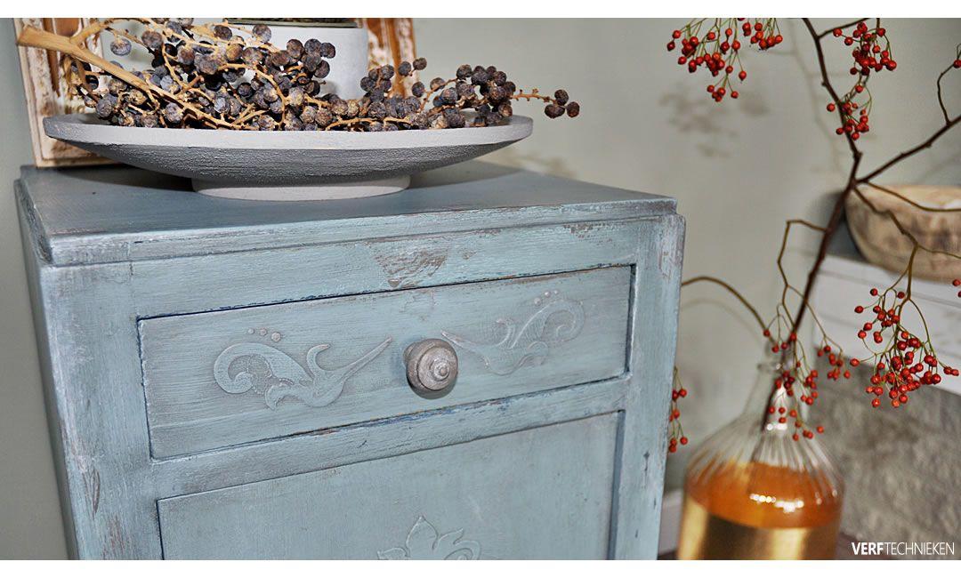 ornament sjabloon met reliëf op een kastje