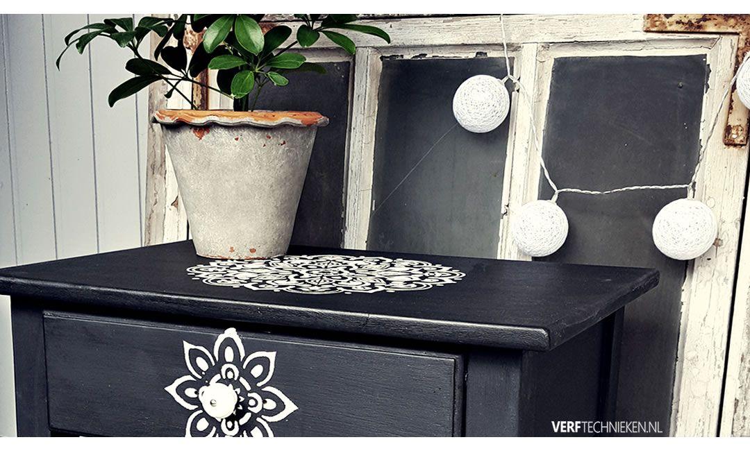 Mandala sjabloon op een tafeltje